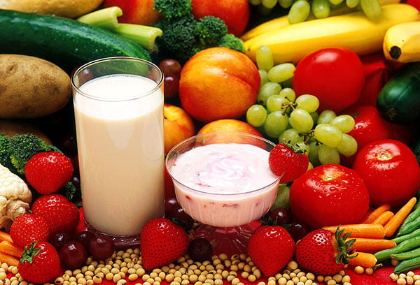 Йогурты, фрукты и овощи