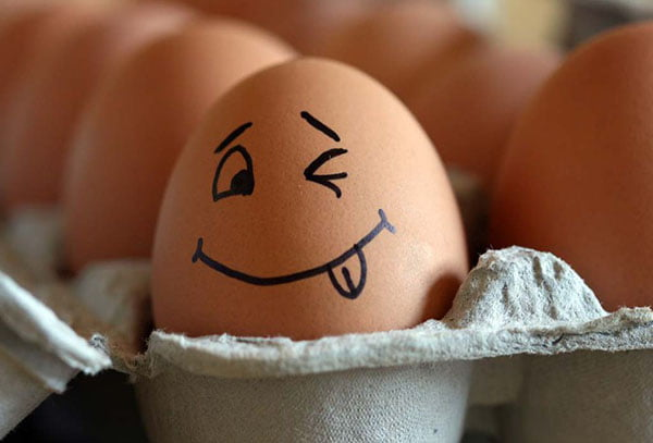 Яйцо с нарисованной рожицей