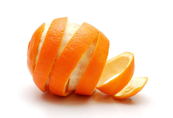 Апельсин со снятой кожурой