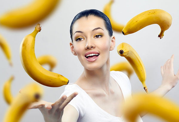 Девушка с бананами