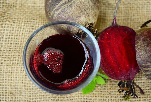 Можно ли пить свежевыжатый сок свеклы