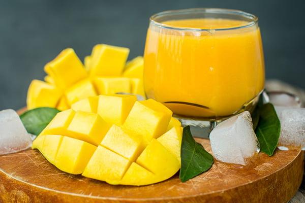 Мякоть манго и манговый сок