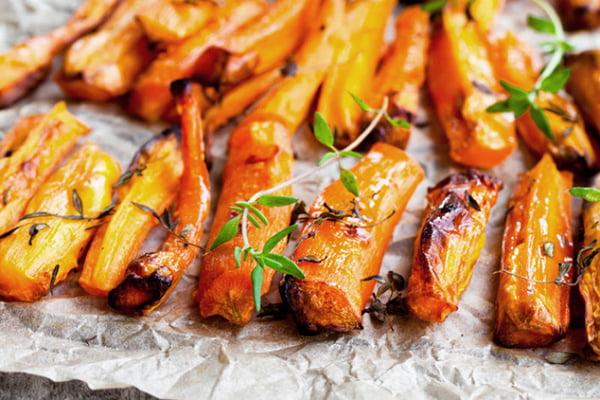 Печеная морковь с травами