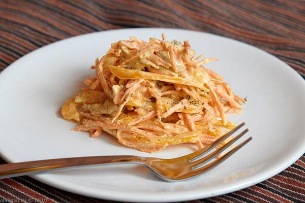 Морковный салат со сметаной