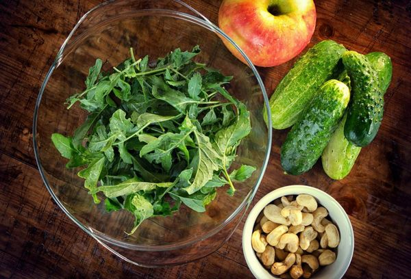 Салат с рукколой и кешью
