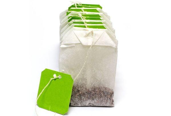 Белые пакетики с чаем