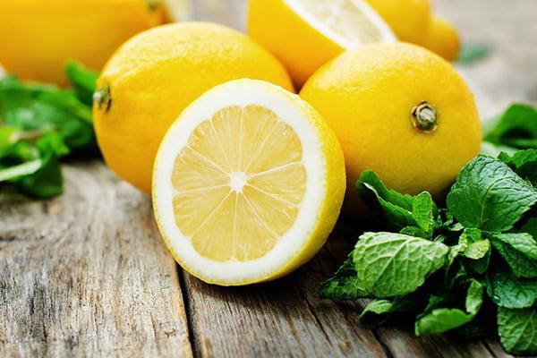 Свежие лимоны и мята