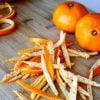 Нарезанная полосками кожура мандарина