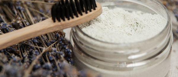 Зубной порошок и щетка из натуральных материалов