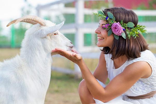 Женщина с козой