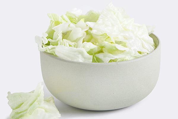 Пиала с салатом айсберг