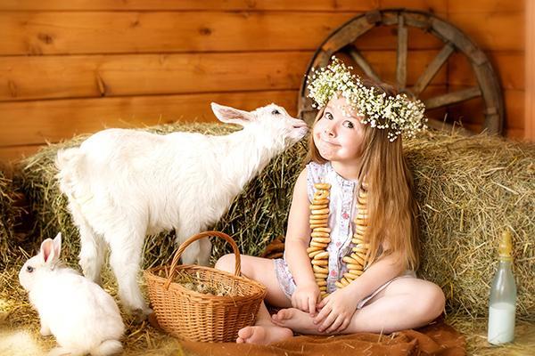 Девочка с козленком